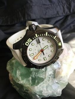 Swiss Army Dive Master 500 White Rare & Discontinued Men's